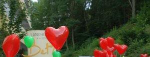 Herzluftballons bei Hochzeitsempfang